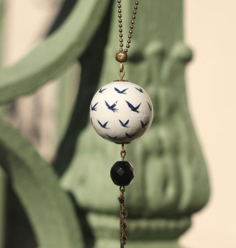oiseaux,bijoux,fait main,collier; création; perle de bois; peintes à la main