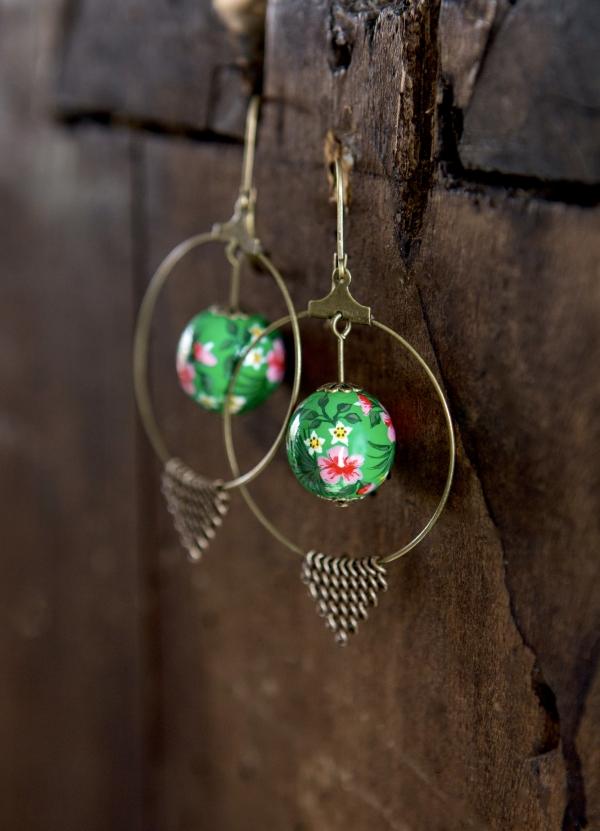 boucles d'oreilles, perle, fleurs,vert, peint à la main